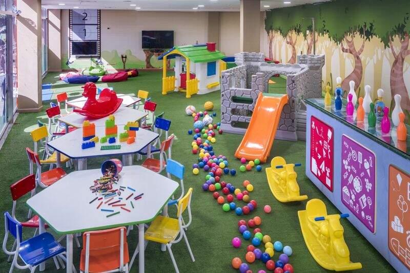 Área Kids interna com diversão que vão de brinquedos a atividades interativas