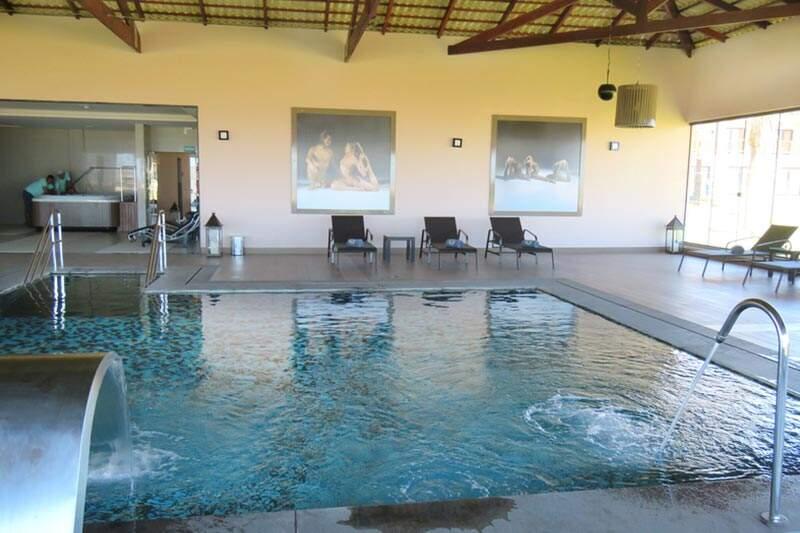 Piscina aquecida Spa com cascata massageadora